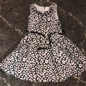 Beautiful dress w/ jeweled accents on the collar